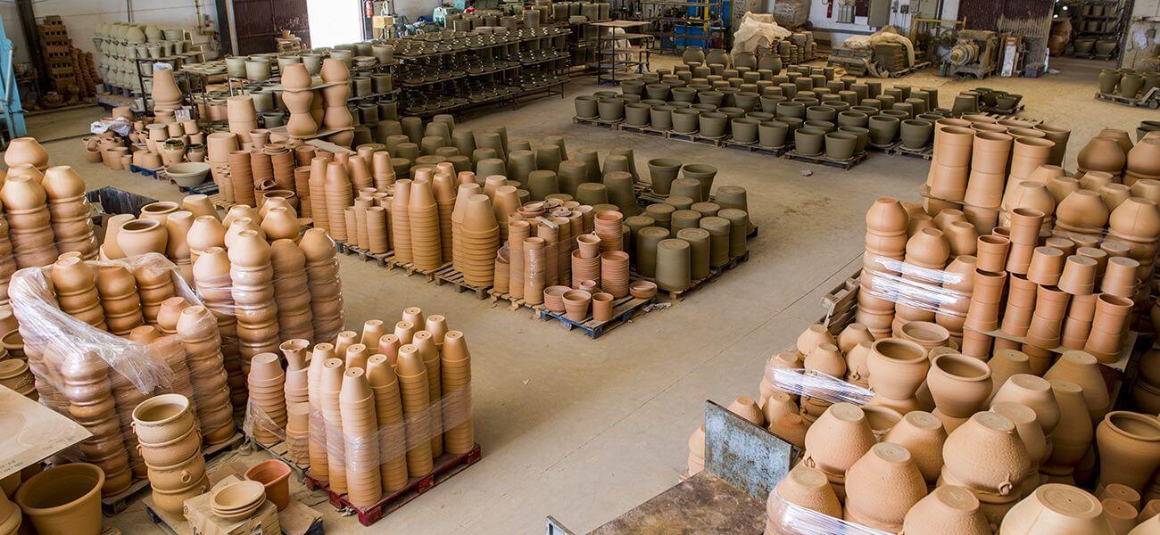 piezas de ceramica hechas a mano con barro de forma artesanal
